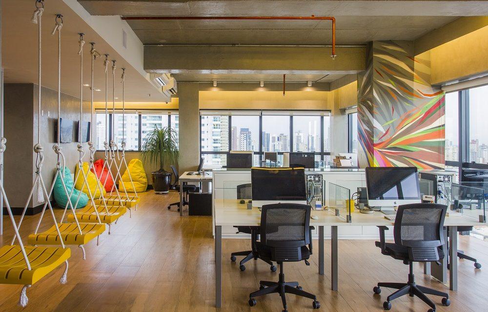 Ter pontos de cores no escritório estimula a criatividade das equipes de trabalho. As cores devem ser usadas de acordo com os objetivos pretendidos.