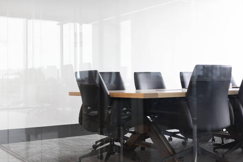 É preciso atentar para a procedência e qualidade da cadeira de escritório usada.