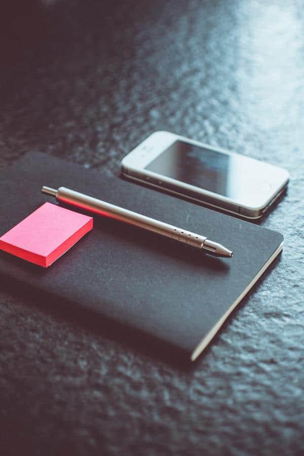 Os post-its facilitam a rotina de trabalho e podem ser usados de diversas formas durante o dia a dia.