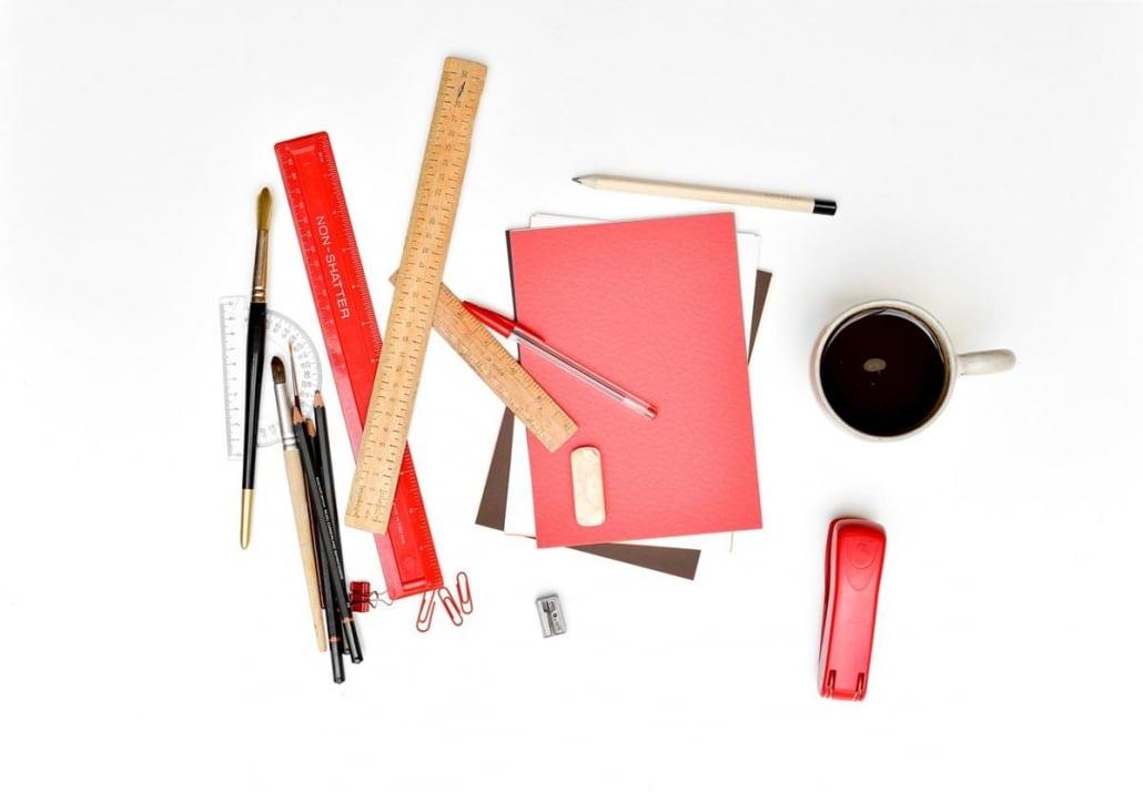 Comprar em maior quantidade material de escritório possibilita conseguir melhores preços.