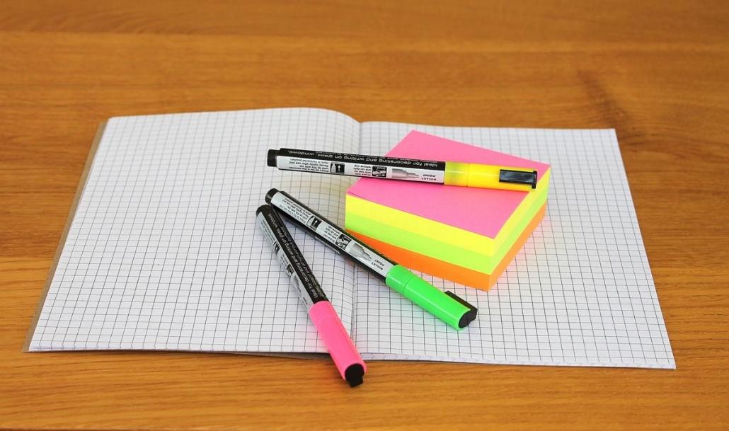 Os post-its são uns dos itens mais usados em escritório, pois possuem diversas utilidades no dia a dia do trabalho.