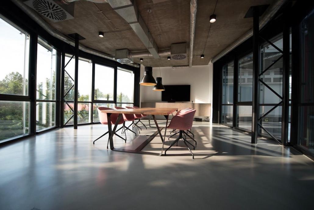 Em espaço minimalistas o foco é na funcionalidade com a ausência de elementos que podem ser motivos de distração.
