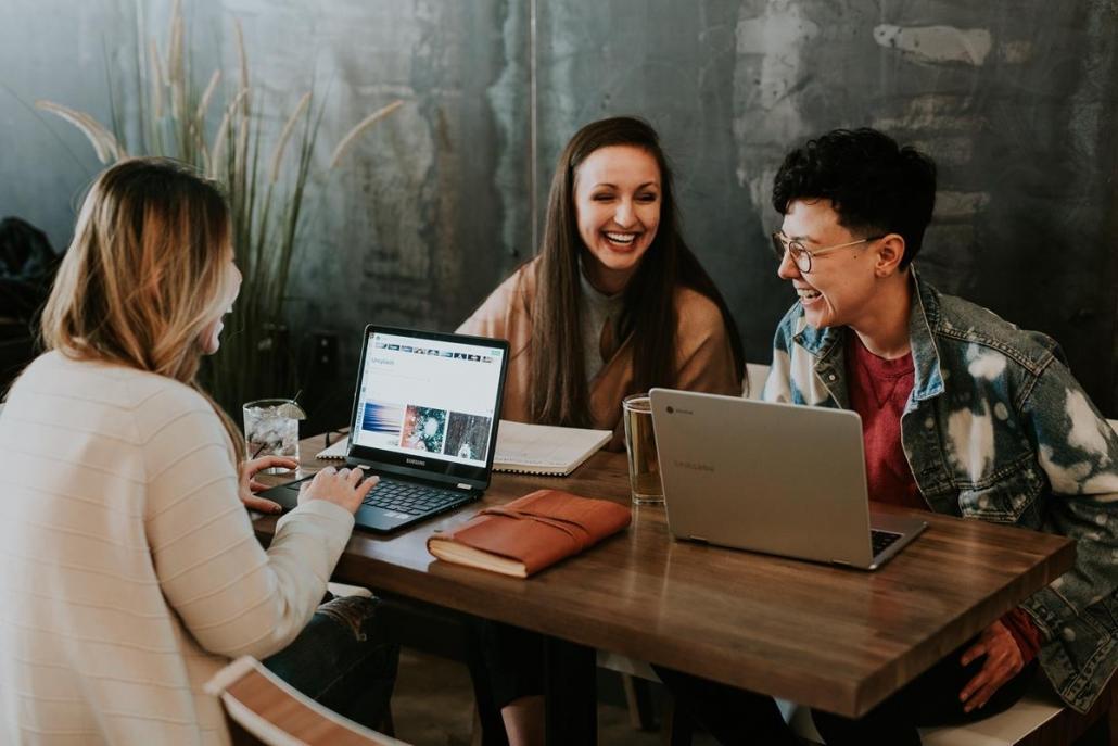 Locais que permitem a socialização e integração das equipes estimulam a produtividade.