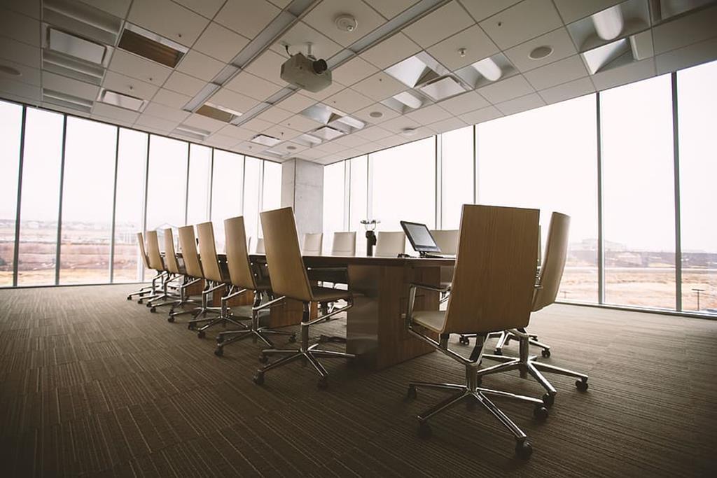 as mesas retangulares são mais clássicas e dão um ar de sofisticação para a sala