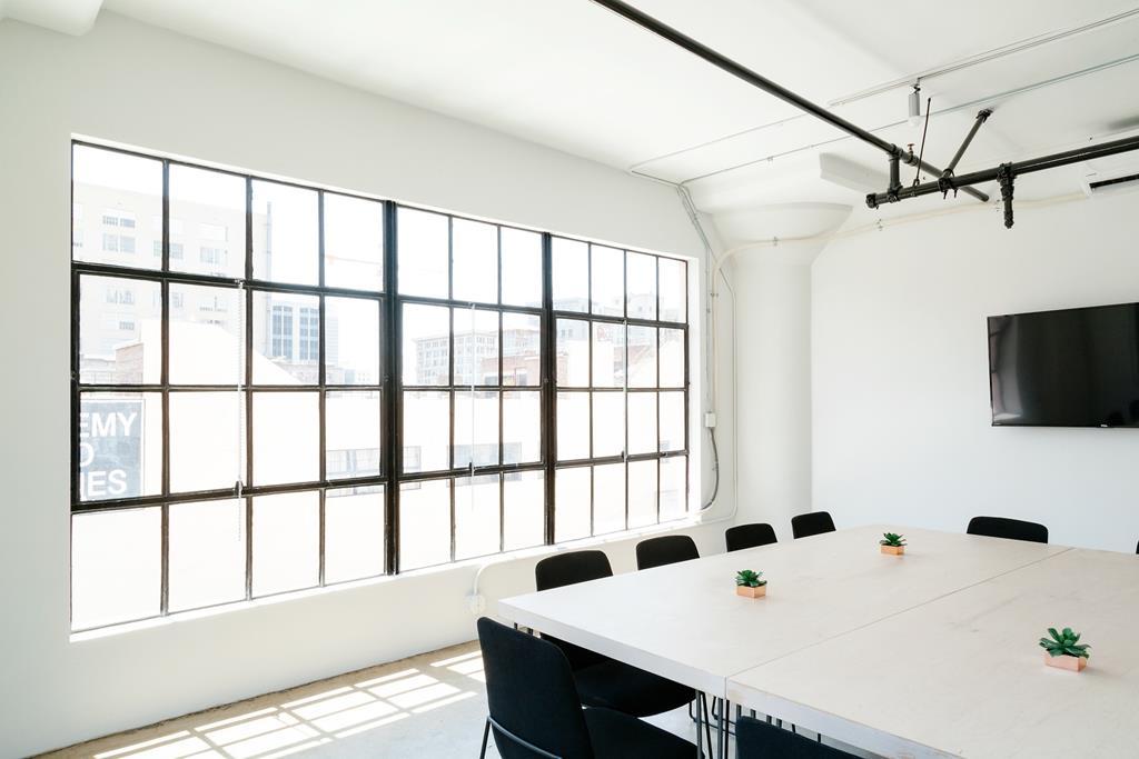 cores claras contribuem para uma sala mais iluminada